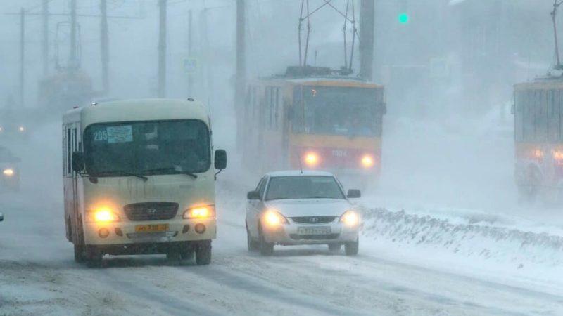 Ситуация на дорогах Алтайского края пока остаётся сложной.